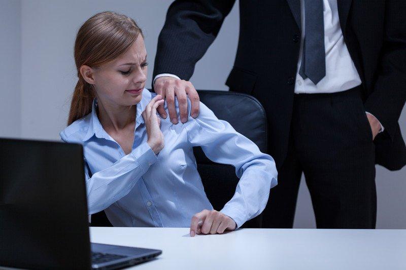 כיצד מתמודדים משפטית עם האשמה בהטרדה מינית?