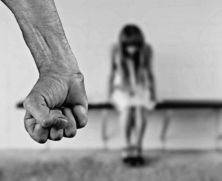 אלימות במשפחה- אשה סובלת
